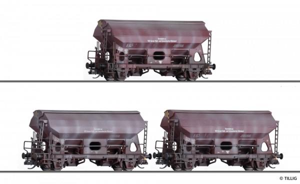 Güterwagenset der DR, bestehend aus drei Schwenkdachwagen Tds-y 5735, vermietet an VEB Harzer Kalk-
