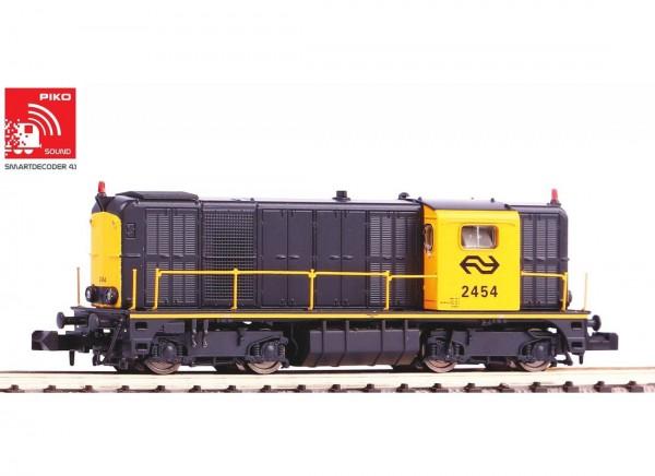 N-Diesellok/Soundlok 2400 grau-gelb, Rundumleuchte IV + Next18 Dec.