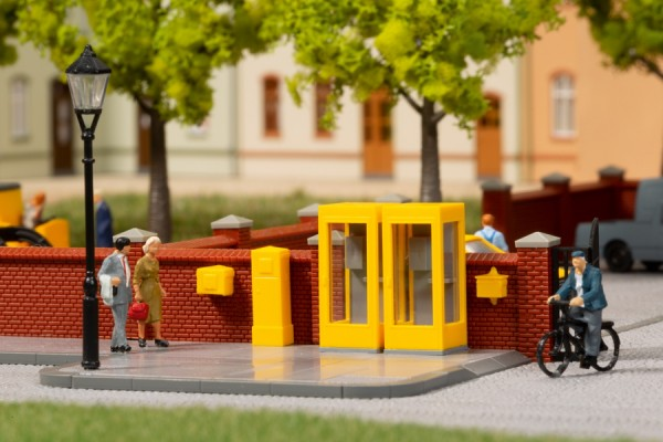Telefonzellen und Briefkaesten